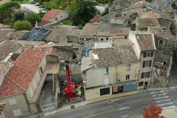 Le Teil, un an après le séisme de magnitude 5,4 qui a dévasté la commune ardéchoise. Le tremblement de terre a eu lieu le 11 novembre 2019 à 11h52. Un an après la sirène d'alerte de la ville doit retentir à 11h52 très précisément.
