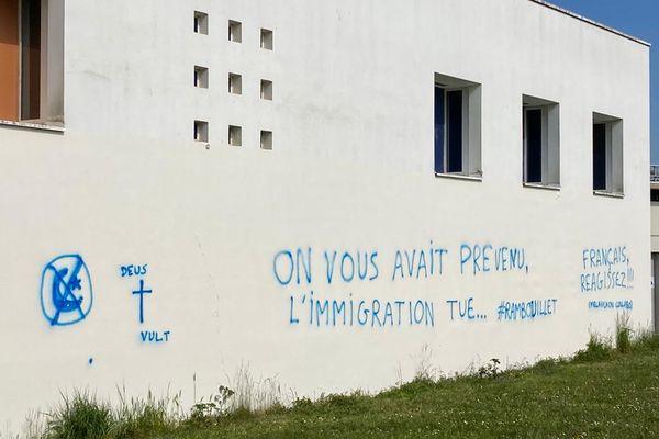 Des tags islamophobes sur la façade du centre Avicenne, à Rennes.