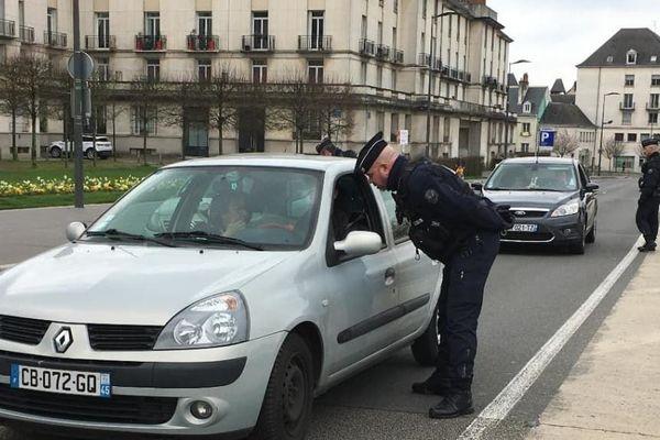 Contrôle de police à Tours relatif au confinement