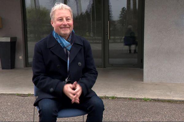 François Belay nous raconte son année de confinement, devant les locaux où se situait son entreprise jusqu'en décembre 2020. Il a dû partir, faute de pouvoir assumer le loyer.
