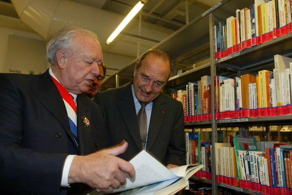 """14 novembre 2004. Inauguration de la bibliotheque municipale """" l'alcazar """" a Marseille en presence du President de la Republique Jacques CHIRAC Jean Claude GAUDIN maire de la ville"""