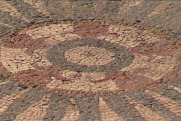 La mosaïque découverte lors de fouilles archéologiques à Uzès se trouve dans un état de conservation remarquable - 27 mars 2017