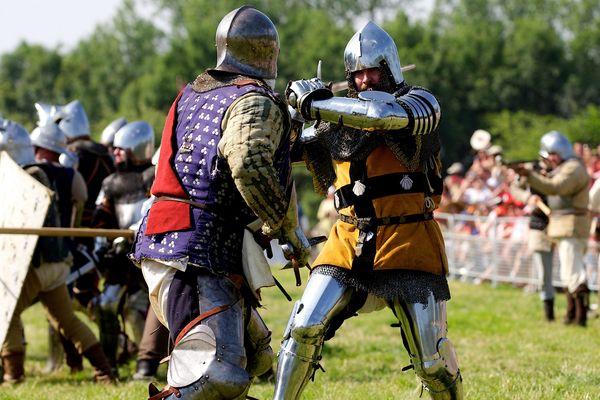 Reconstitution des combats entre Français et Anglais à Azincourt en juillet 2013.
