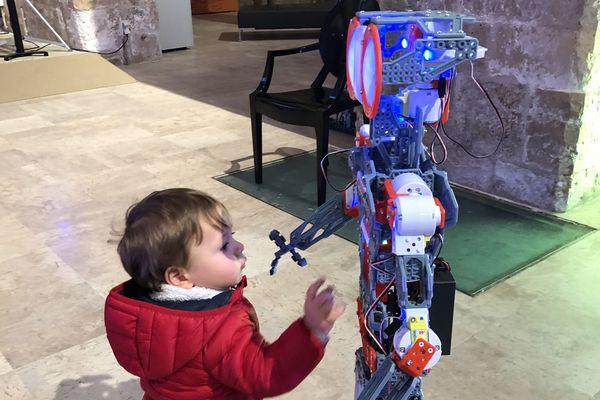 L'exposition Léonard et les robots propose aux visiteurs de retracer les 500 ans d'évolution des sciences et techniques de manière ludique et interactive.