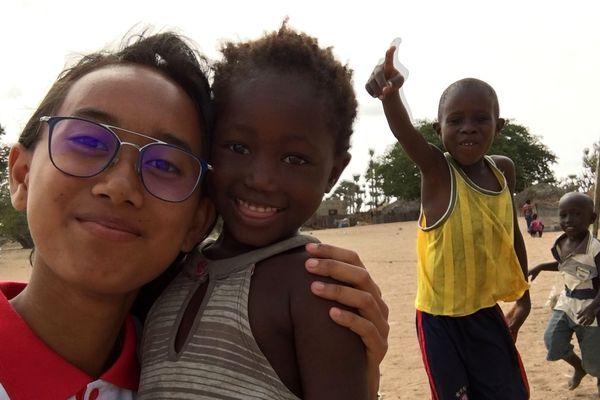 Dyna a créé à Nantes l'association Main Tendue de Dyna aux Enfants pour venir en aide aux enfants du village de Ndiarogne au Sénégal