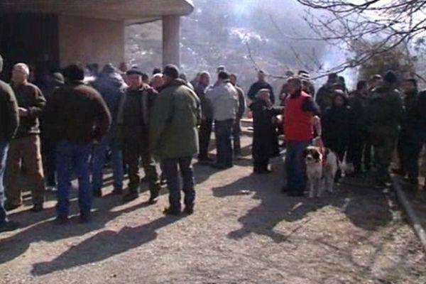 Les chasseurs se sont rassemblés samedi matin au col de l'Escrinet - 02/03/13