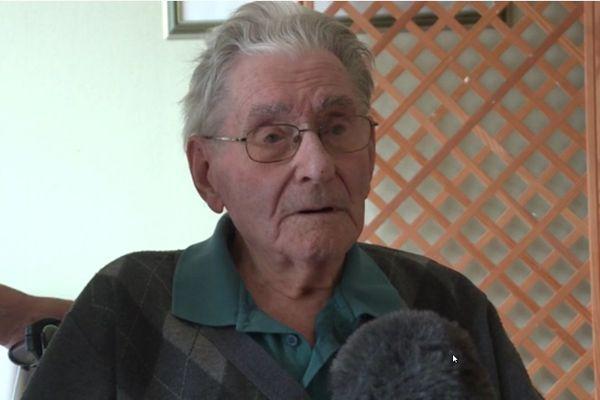 """A 103 ans, l'aîné de la maison de retraite, André, ne s'en fait pas non plus. """"La guerre, la captivité ... je suis passé par tout, et je suis encore là. C'est déjà une chance, tous ne sont pas revenus"""" se souvient-il. Alors pour lui c'est clair, le virus n'a rien de très effrayant."""