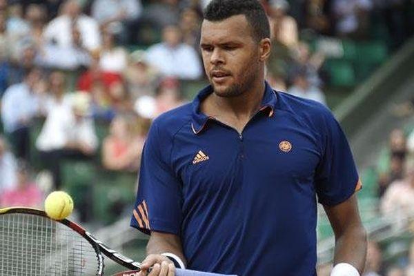 Le joueur français Jo-Wilfried Tsonga joue sa place au troisième tour de Roland-Garros face à Jurgen Melzer.