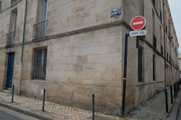 C'est au niveau du 87 rue Henri IV que le corps du trentenaire a été découvert sans vie par les secours.