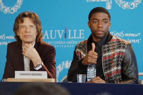 Mick Jagger, co-producteur du film et Chadwick Boseman, interprète de James Brown
