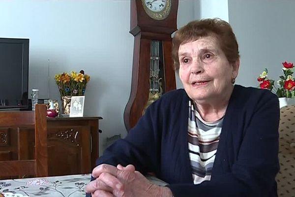"""À 90 ans, Jeanne Lafourcade a du quitter sa ferme pour rejoindre un habitat groupé pour personnes âgées. Une """"décision difficile"""", mais """"je m'y suis fait"""" explique-t-elle."""