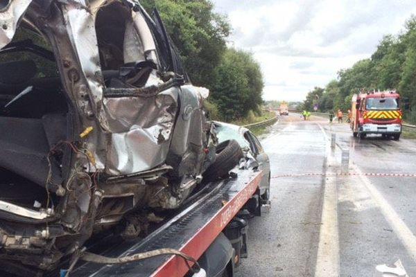 La voiture percutée dans laquelle trois hommes ont perdu la vie samedi 17 septembre 2016 à Plouer-sur-Rance (22)