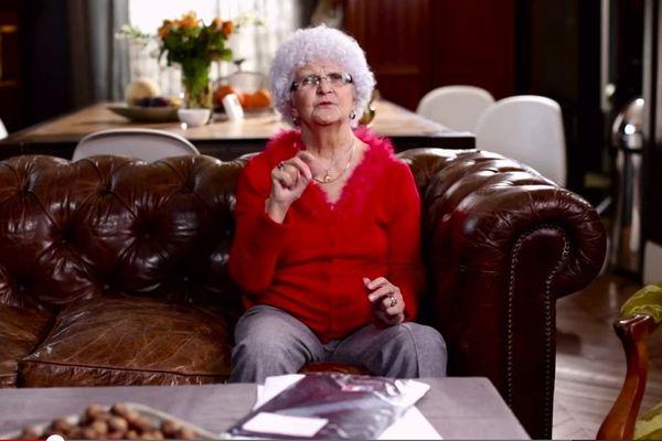 Lucienne déclare ses impôts en ligne