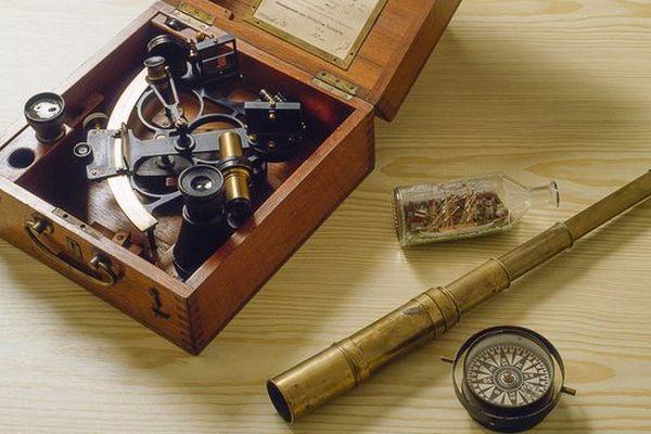 Le sextant a été remplacé par des ordinateurs à bord des nouvelles générations de bateaux.