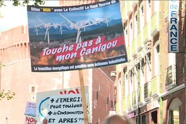 A Perpignan, près de 150 personnes se sont rassemblées pour dire non au vaste projet d'éolien en Occitanie - 4 mai 2019