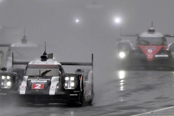 La pluie s'invite sur le circuit des 24 Heures pour le départ