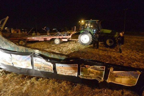 Le blocage par les agriculteurs du rond-point aux abords de l'industriel laitier Lactalis près de Laval, levé dans la nuit de vendredi à samedi suite à l'échec des négociations et des risques d'amendes