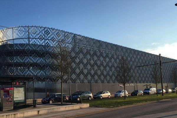 Le parking Monge est situé rue de l'Hôpital à Dijon, près de la future cité de la gastronomie et du vin