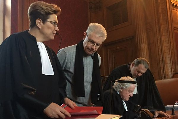 Luc Fournié avec ses avocats devant les assises de la Haute-Garonne
