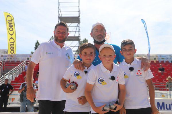 C'est la triplette Kapfer qui l'emporte 13-7 contre l atriplette Cano dans cette finale du TRophée Crédit Mutuelk Mondial des jeunes 2021.