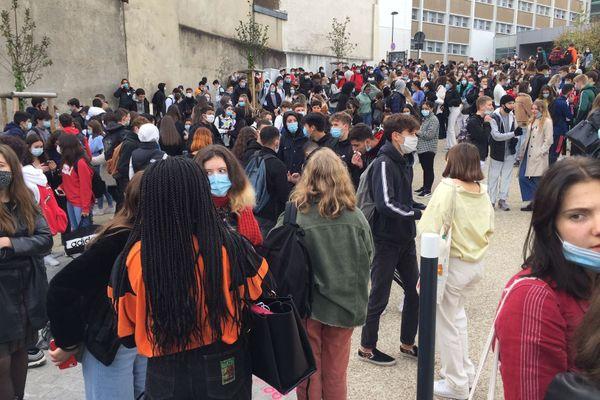 environ 600 élèves dans les rues de Limoge vers 10h00