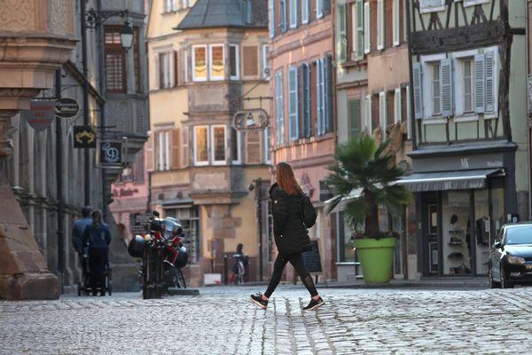 La Grand'rue dans le centre ville de Colmar quasi déserte avec ses commerces fermés en octobre 2020.