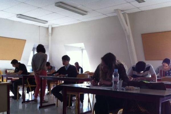 Elèves en épreuve de philo au Lycée Gay Lussac