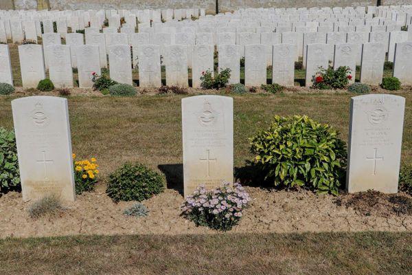 Les tombes d'Harold Leslie Atkin-Berry, Roy Mercer et Robert Donaldson Cook, aviateurs britanniques morts le 10 juillet 1940, au premier jour de la Bataille d'Angleterre.