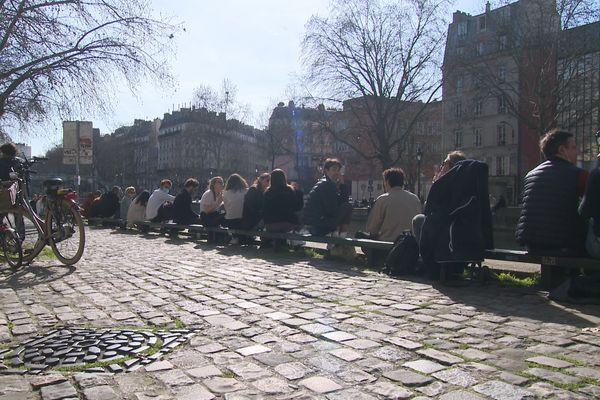 Des dizaines de milliers de Franciliens ont profité de la hausse des températures pour sortir ce week-end de février.