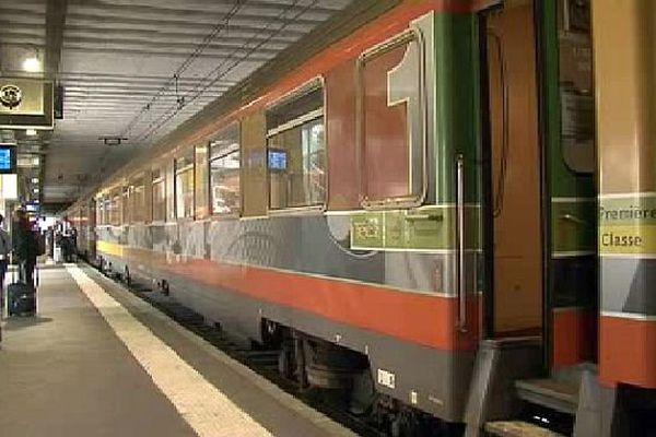 Montpellier - un train Intercités en gare de Montpellier Saint-Roch - 2015