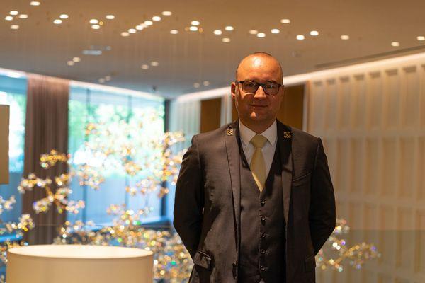 José Vandevoir est chef concierge au Royal Champagne, un hôtel spa cinq étoiles à Champillon dans la montagne de Reims