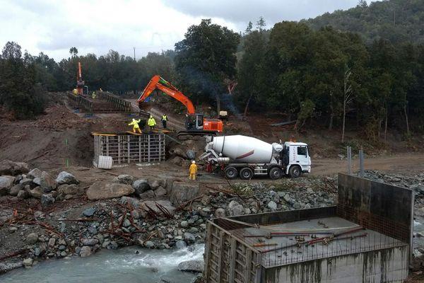19/12/16 - Travaux sur le pont de Casaluna, emporté par les intempéries du 24 novembre 2016 (Haute-Corse)
