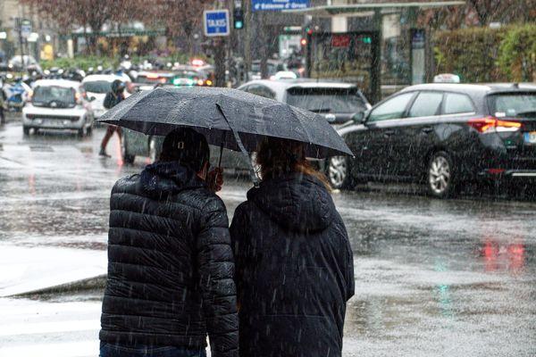 Météo France invite à la prudence face à de potentielles orages en Île-de-France