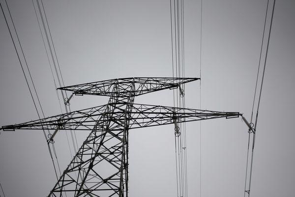 Plusieurs milliers de foyers ont été privés d'électricité ce week-end en Bretagne, à la suite de la tempête Miguel. (photo d'illustration)