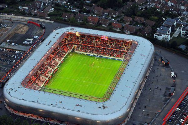 Le Stade du Hainaut lors de son inauguration le 26 juillet 2011. Son club résident est le VAFC