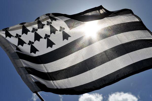 Le drapeau breton ressemble très clairement à celui des États-Unis