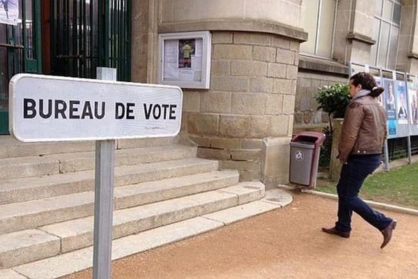 Carcassonne - bureau de vote Jean Jaurès - 23 mars 2014.