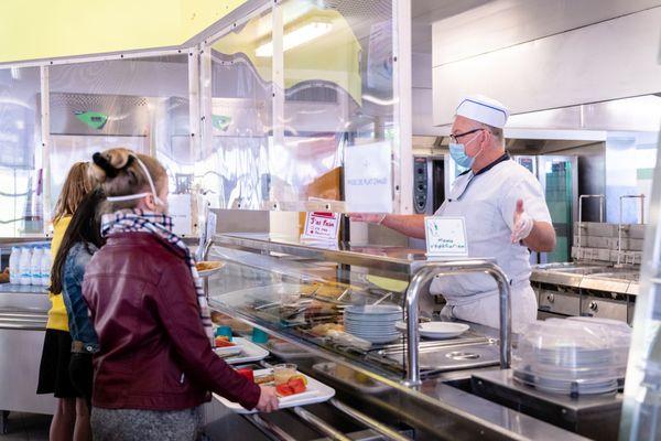 Dans le Finistère, 85 % des élèves des collèges publics mangent à la cantine