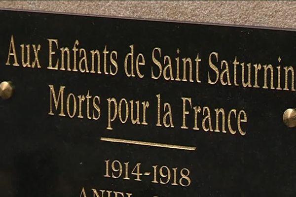 A Saint Saturnin en Lozère, le premier momument aux morts, cent ans près l'Armistice.