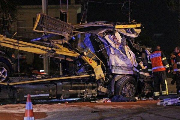Sur l'autoroute A8, à hauteur de Nice Saint-Isidore, dans le sens Italie-France, un poids-lourd a perdu ses freins et fini sa course dans la barrière de péage de Saint-Isidore.