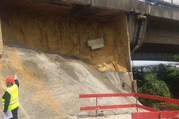 Le mur de soutènement du viaduc de Gennevilliers, effondré.