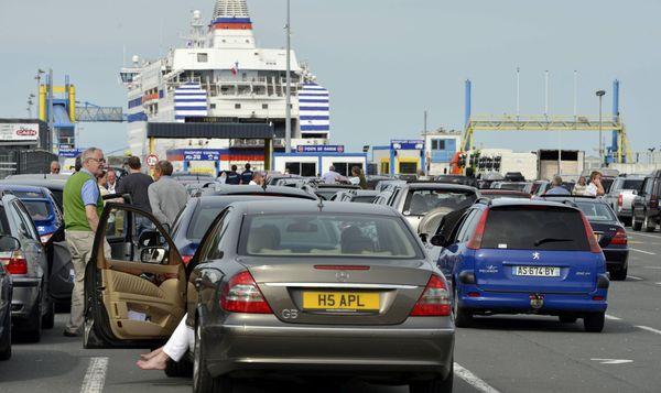 Une file d'attente à Ouistreham un jour de grève. Ports de Normandie veut éviter qu'une telle scène devienne quotidienne au lendemain du Brexit