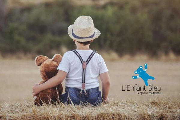 """Créée en 1989, l'association """"L'enfant Bleu"""" a notamment pour mission de contribuer avec les institutions à une meilleure protection des enfants"""