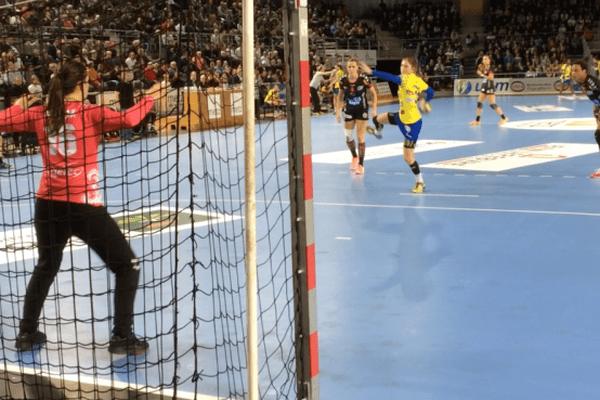 Les Messines restent invaincues en championnat français, après 22 journées.