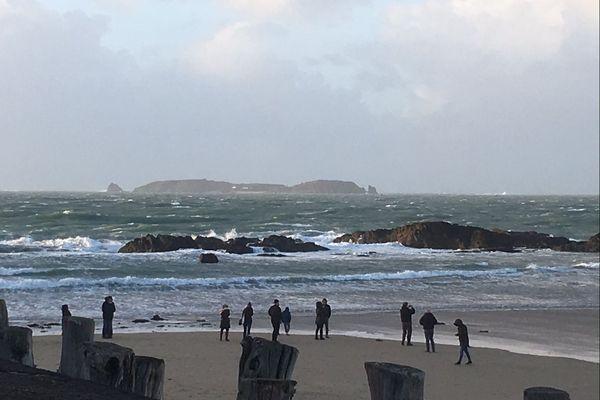 Saint-Malo : la mer de plus en plus formée au fil de la journée