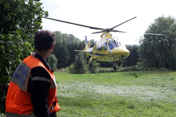Illustration d'un hélicoptère en intervention sur un accident de la route