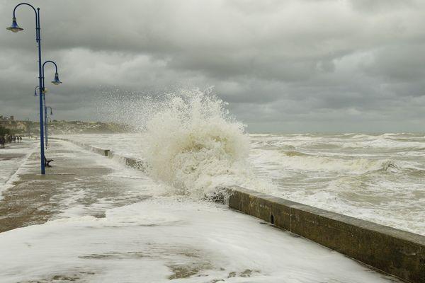 Asnelles (Calvados) un jour de tempête en 2007