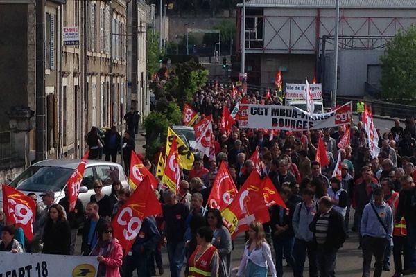 Environ 500 manifestants dans les rues de Bourges (Cher) contre la loi Travail