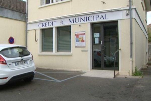A peine 80 clients ont franchi la porte du Crédit municipal de Poitiers, deux mois après son ouverture
