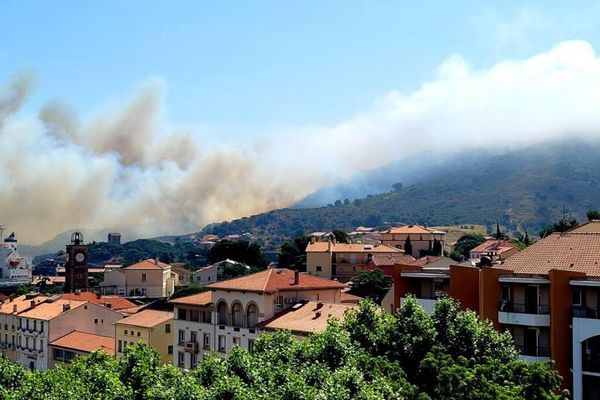 L'incendie menace des habitations du quartier des Tamarins à Port-Vendres, les maisons ont été évacuées - 16 juin 2021